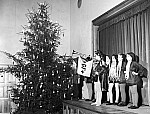 GFA 12/461161: Christmas party for the children of the workers