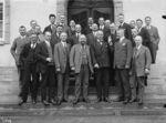 GFA 16/2145: Members of the wheel department in front of the Logierhaus Birch