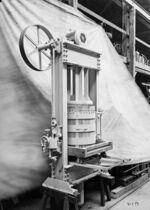 GFA 17/41339: Pressing machinery, hydraulic vacuum basket press