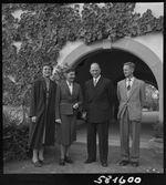 GFA 17/581600: Federal council member Dr. h.c. Hans Streuli in the cloister Paradies