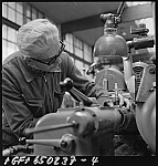 GFA 17/650237.4: People and labor in the machine plant