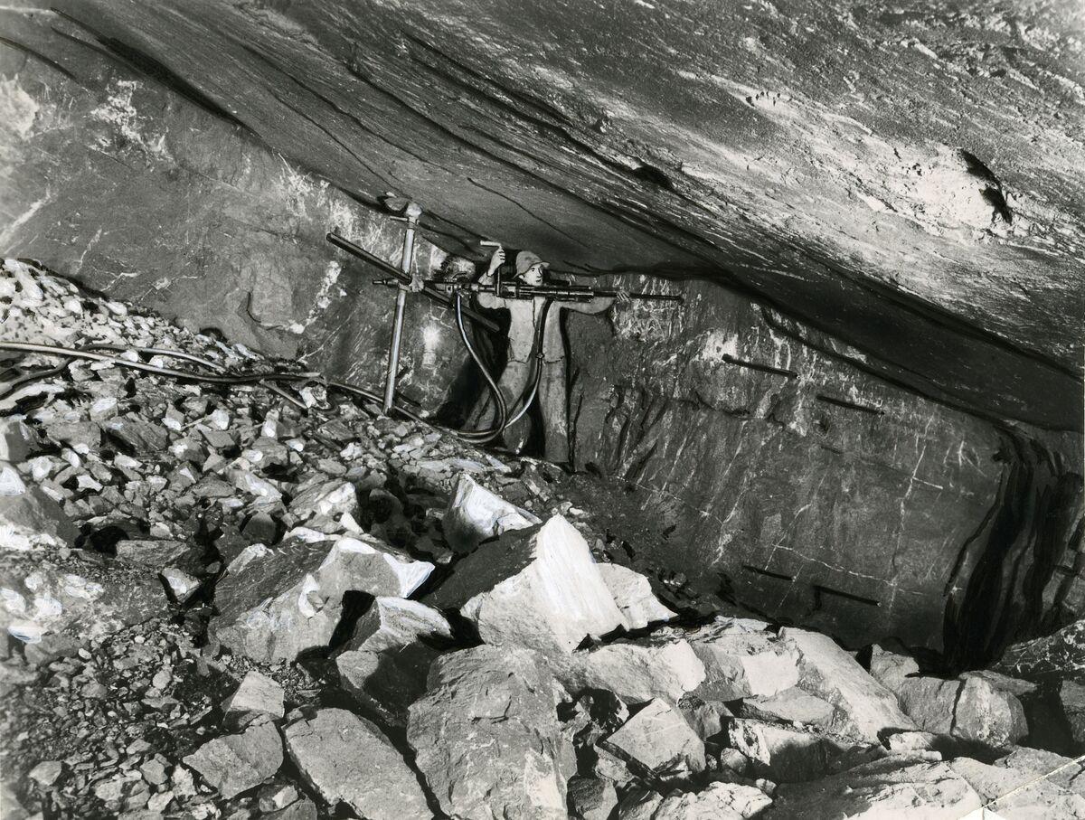 EBA 2/321.37: Gonzen, mine photos underground