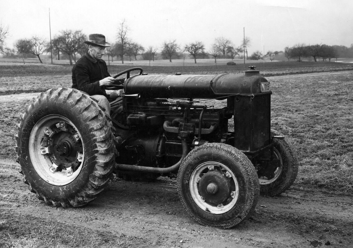 GFA 12/40126: Tractor