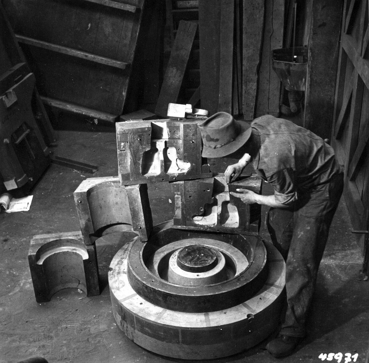 GFA 12/45971: Reportage casting process in malleable casting