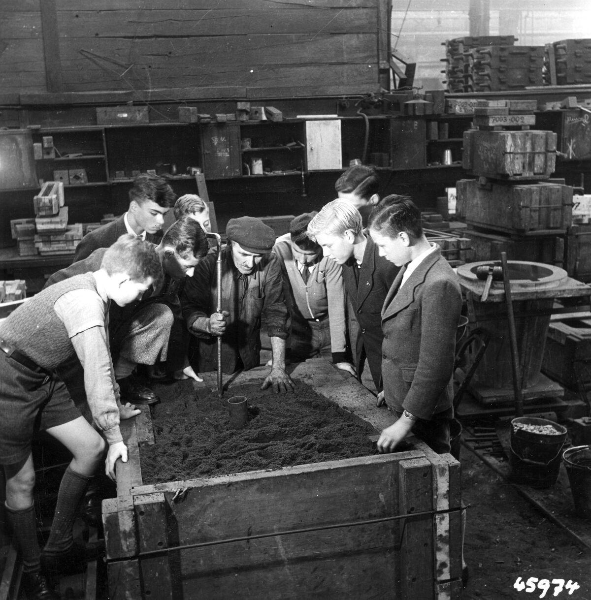 GFA 12/45974: Reportage casting process in malleable casting