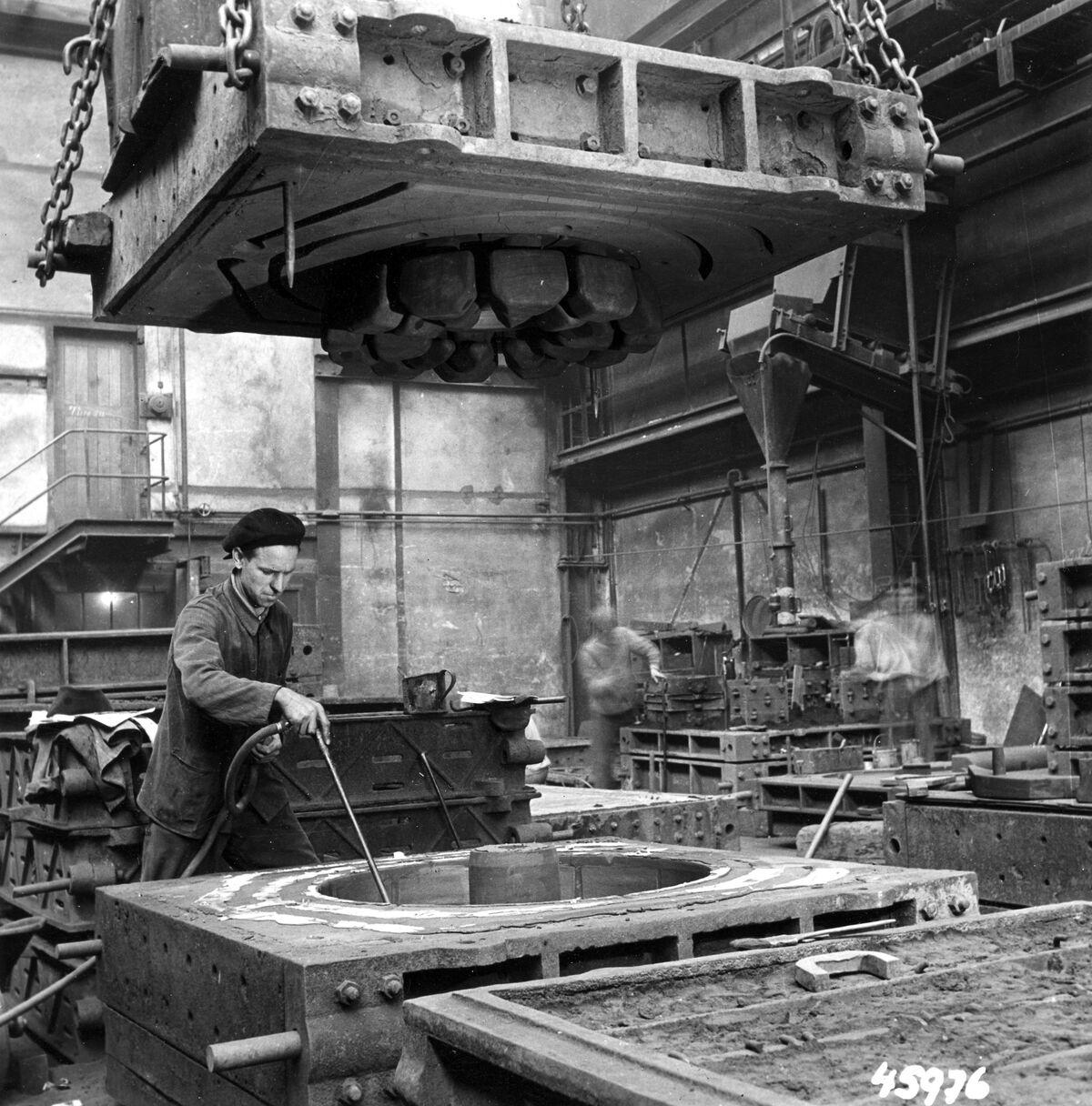 GFA 12/45976: Reportage casting process in malleable casting