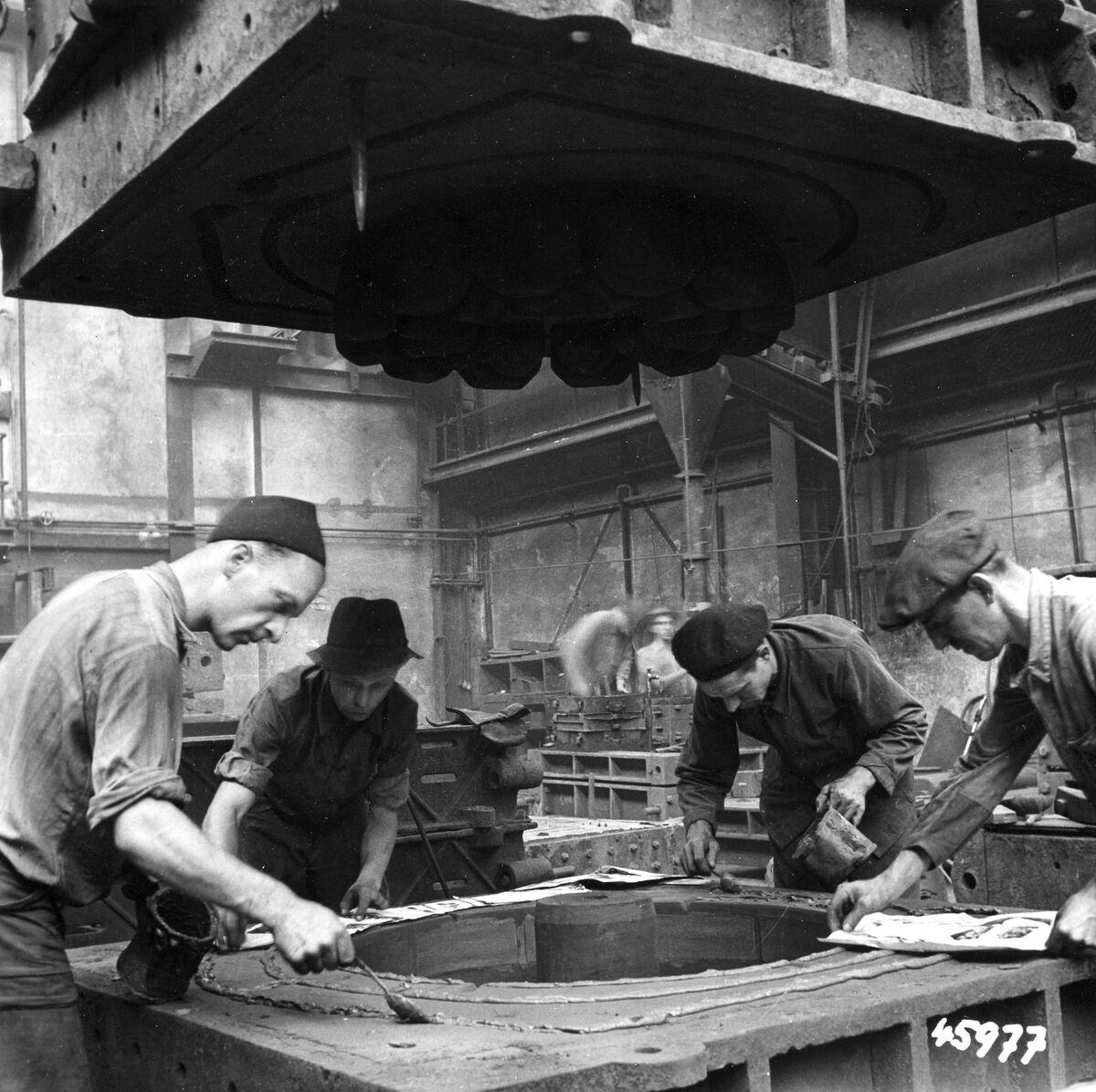 GFA 12/45977: Reportage casting process in malleable casting