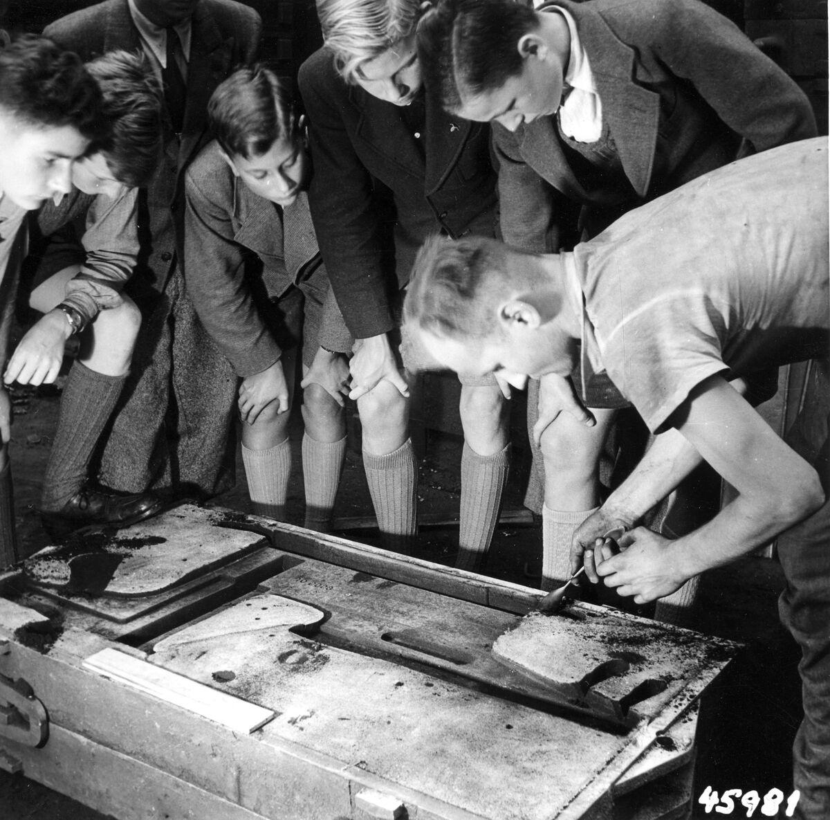 GFA 12/45981: Reportage casting process in malleable casting