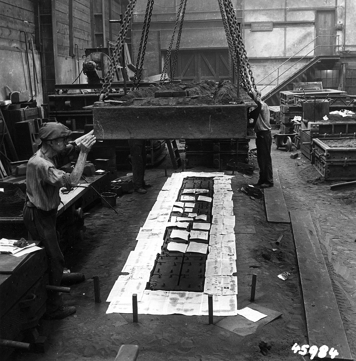 GFA 12/45984: Reportage casting process in malleable casting