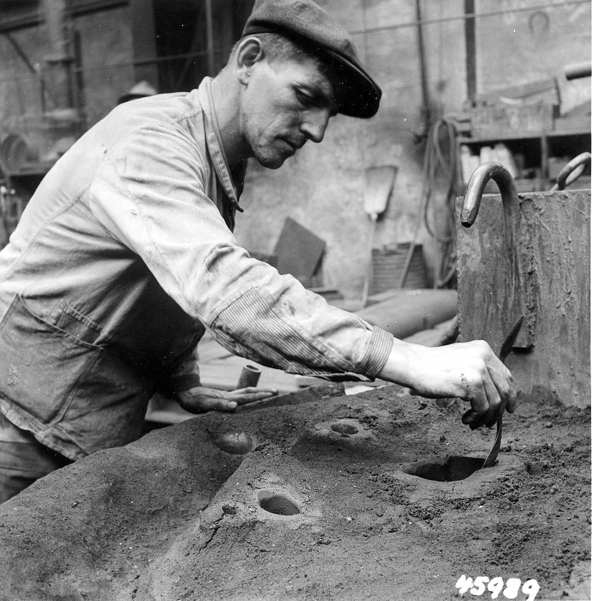 GFA 12/45989: Reportage casting process in malleable casting