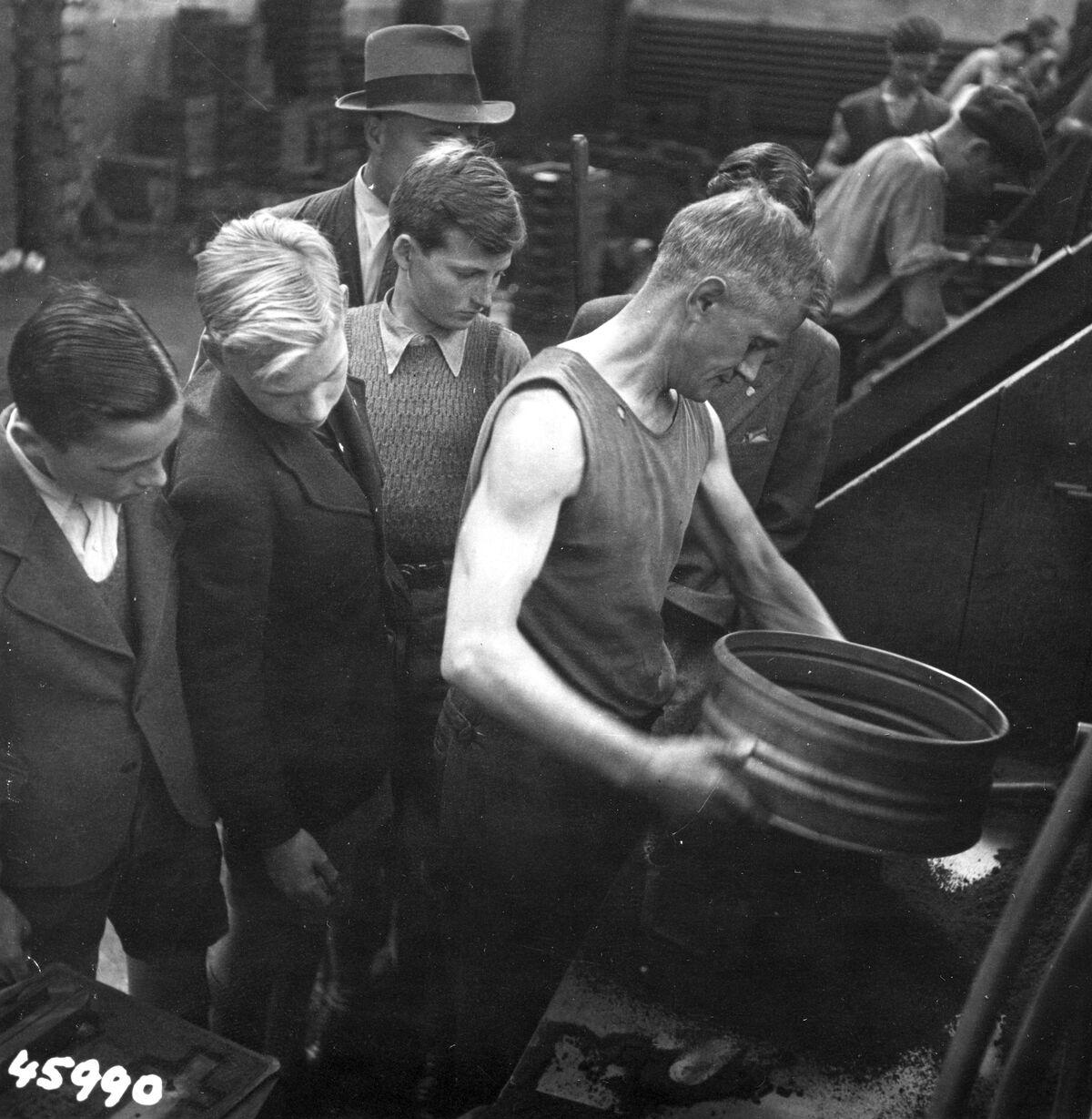 GFA 12/45990: Reportage casting process in malleable casting