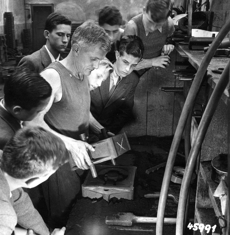 GFA 12/45991: Reportage casting process in malleable casting