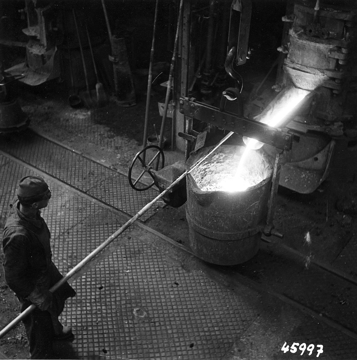 GFA 12/45997: Reportage casting process in malleable casting