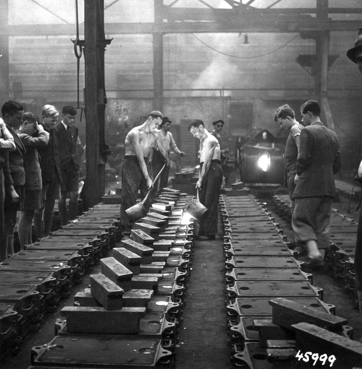 GFA 12/45999: Reportage casting process in malleable casting