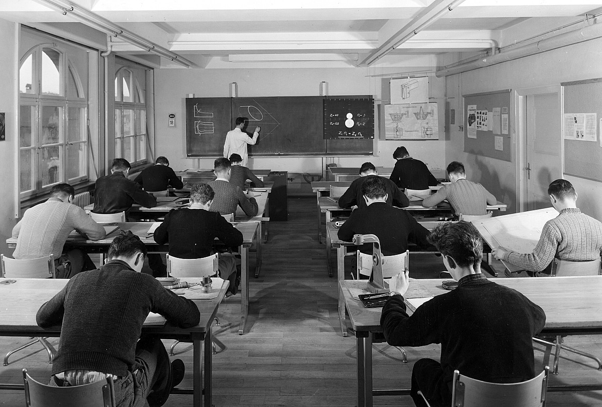 GFA 12/540232: Factory school, drawing class