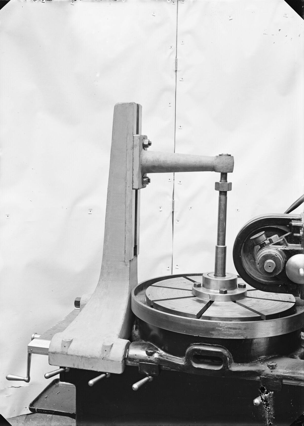 GFA 16/15196: Gear-cutter machine