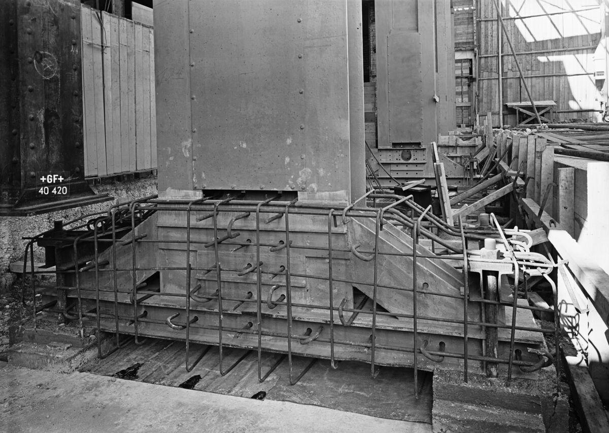 GFA 16/40420: Hall conversion: Set pillars in concrete