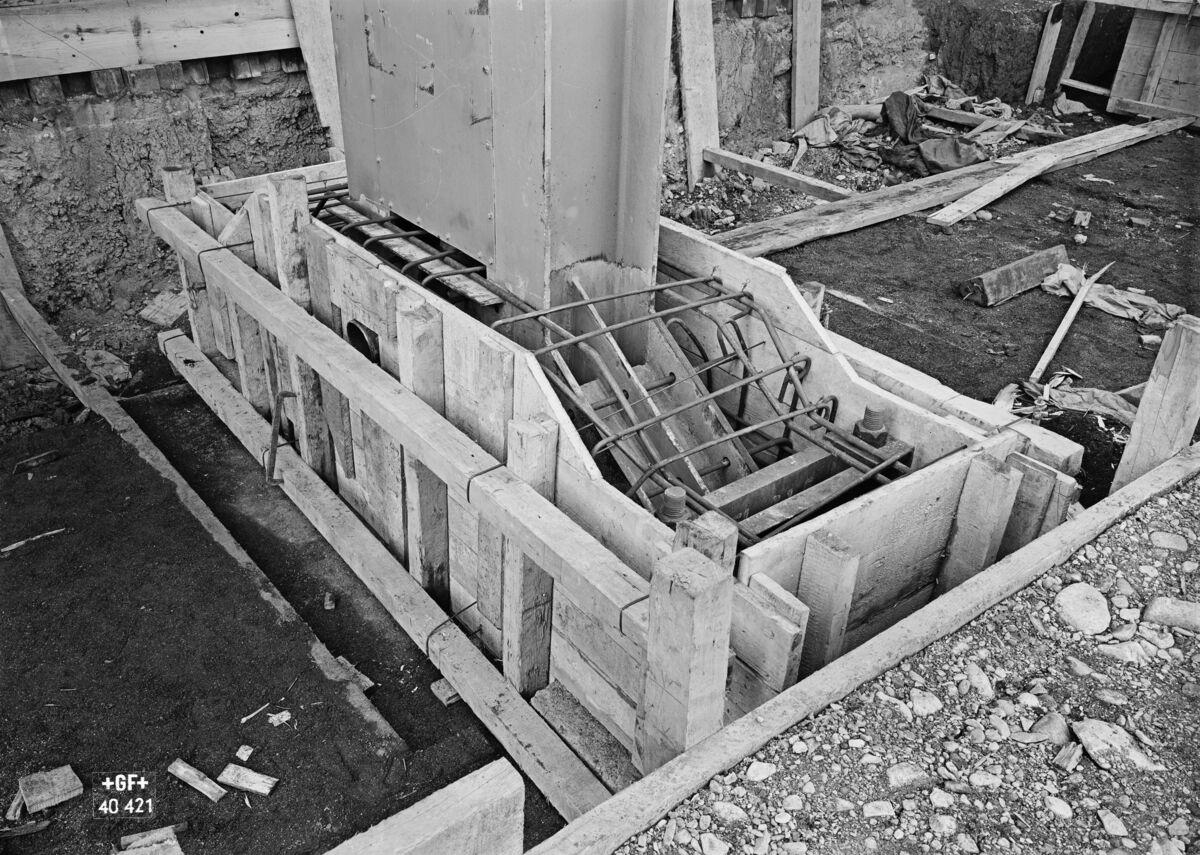 GFA 16/40421: Hall conversion: Set pillars in concrete
