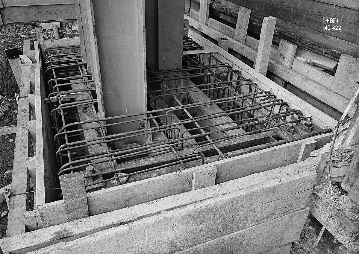 GFA 16/40422: Hall conversion: Set pillars in concrete