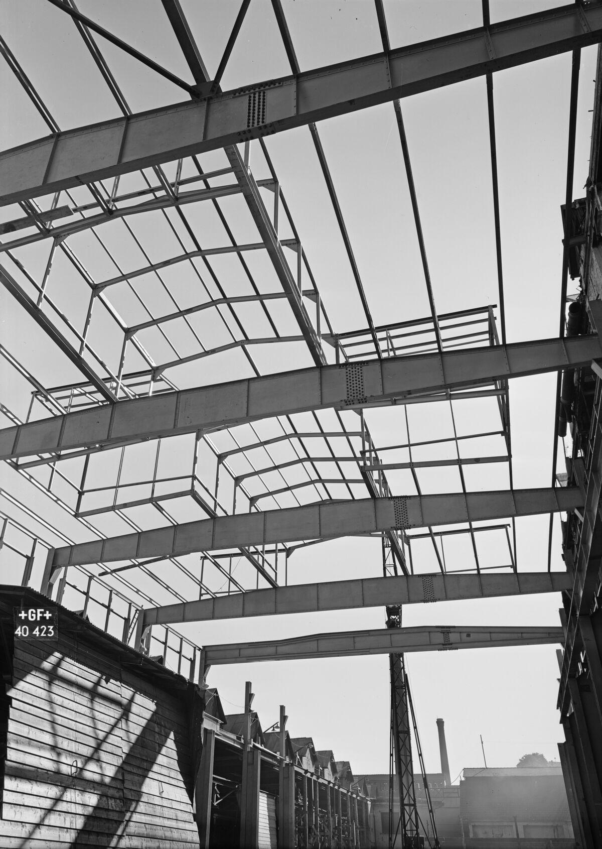 GFA 16/40423: Hall conversion: Set pillars in concrete