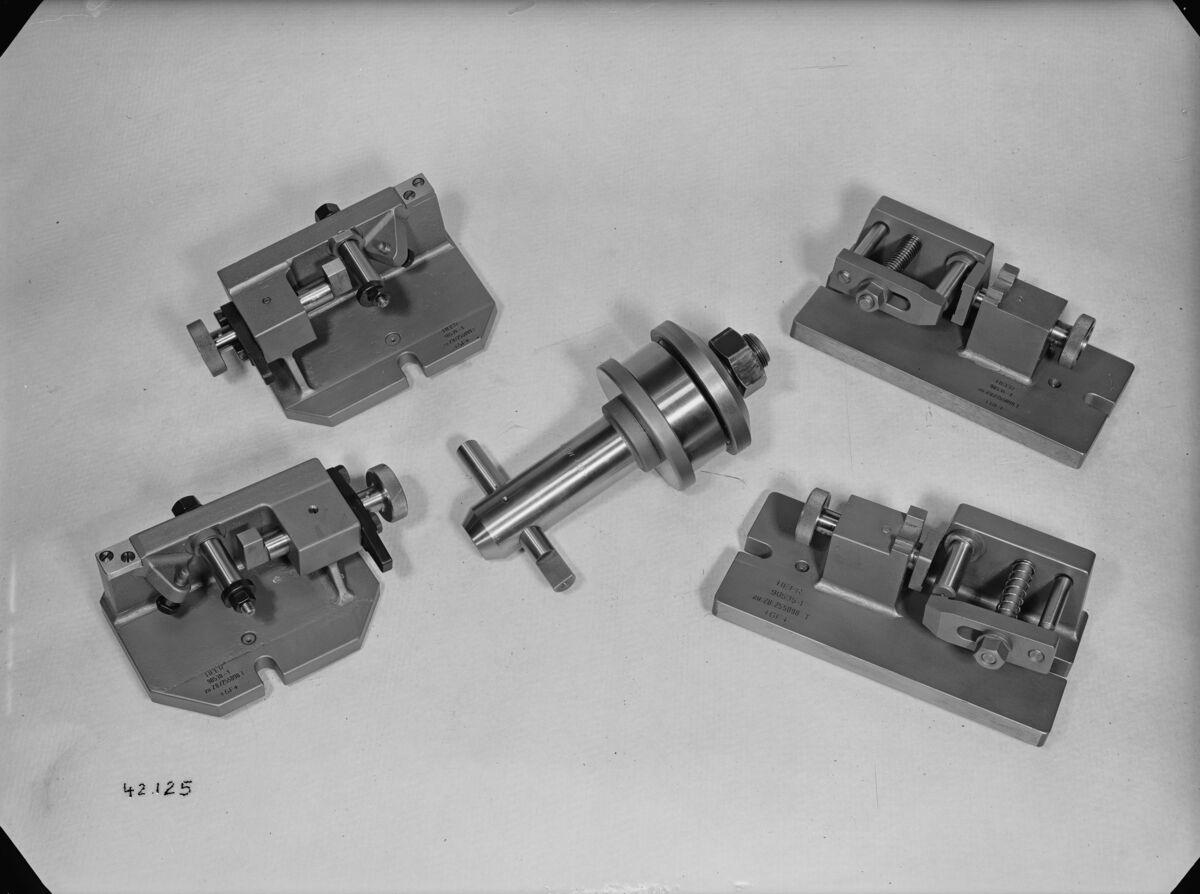 GFA 16/42125: Miscellaneous gauges