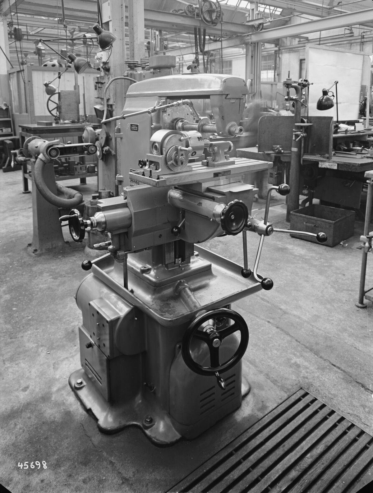 GFA 16/45698: Milling machine