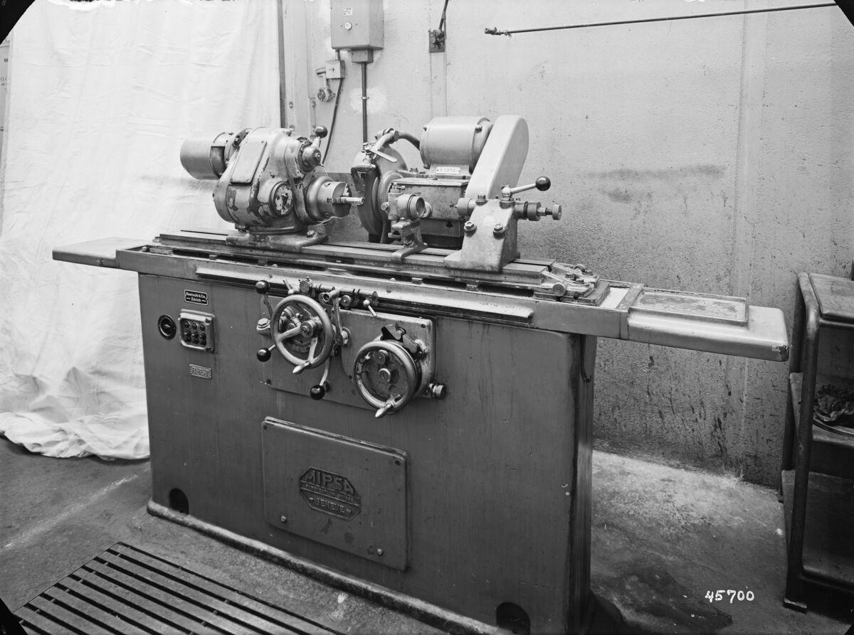 GFA 16/45700: Grinding machine