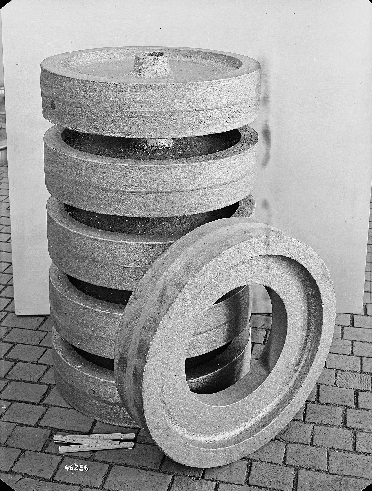 GFA 16/46256: Clamp rings Maag gearwheels