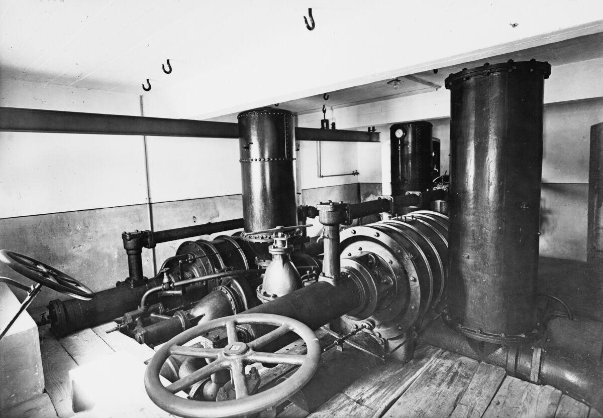 GFA 16/7684: Water column machine in the lower pump house at Rhine Falls