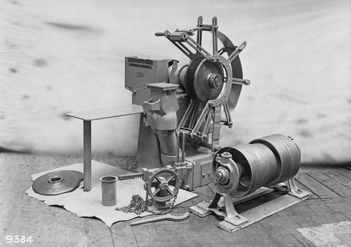 GFA 16/9584: Grinding machine for fettling shop