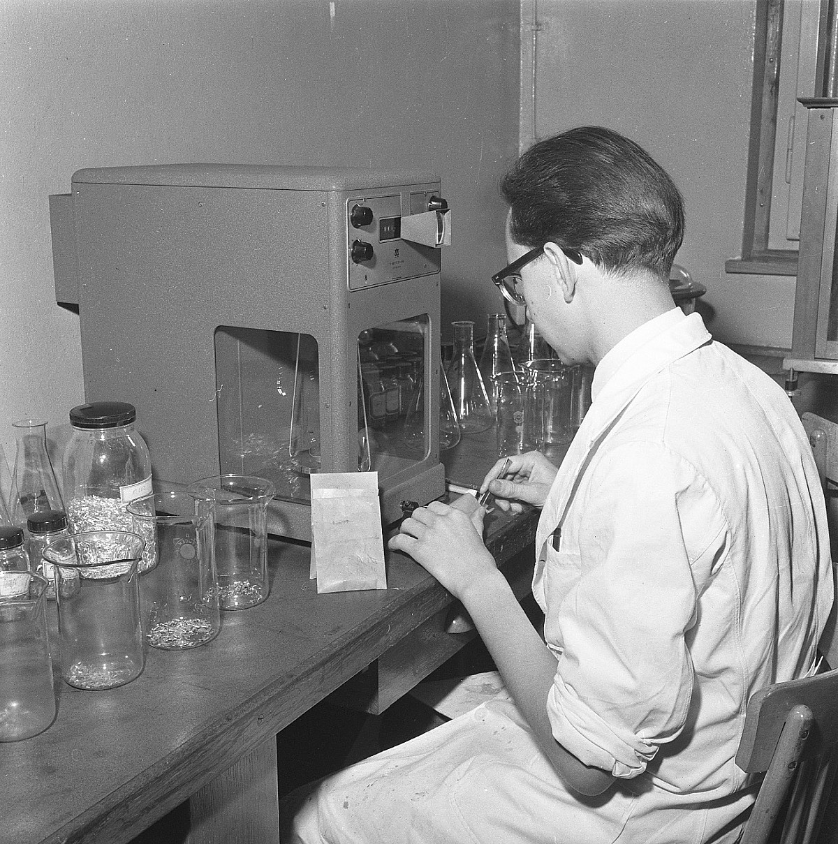 GFA 17/571508.2: Reportage: education of the laboratory apprentice