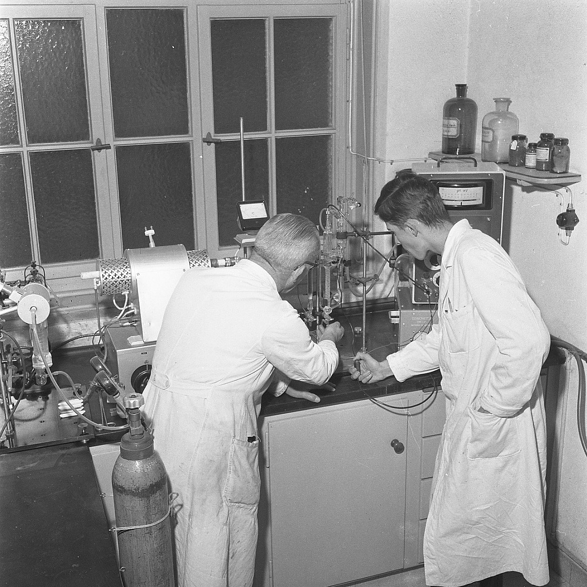 GFA 17/571508.4: Reportage: education of the laboratory apprentice