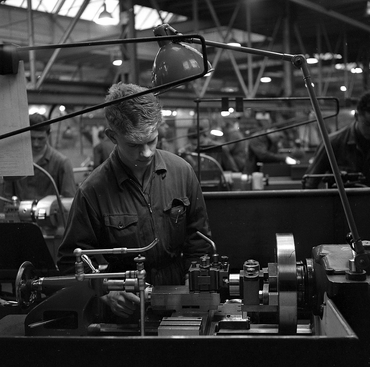 GFA 17/650072.39: Reportage: vocational training of technical draftsmen