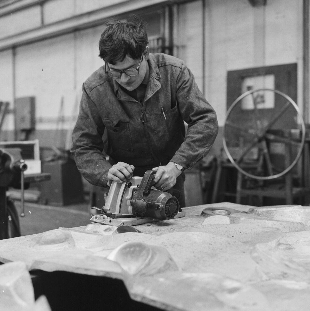 GFA 17/690438.2: Reportage: Manufacture of an aluminium sculpture