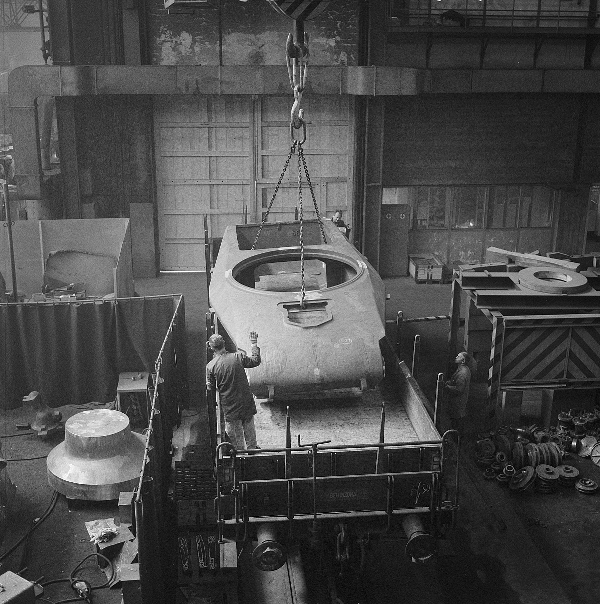GFA 17/690642.4: Loading of a armoured tank in the steel foundry