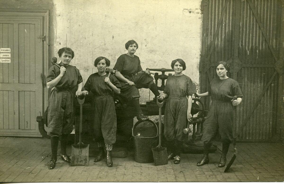 GFA 24/144.2: Female labor in WWI