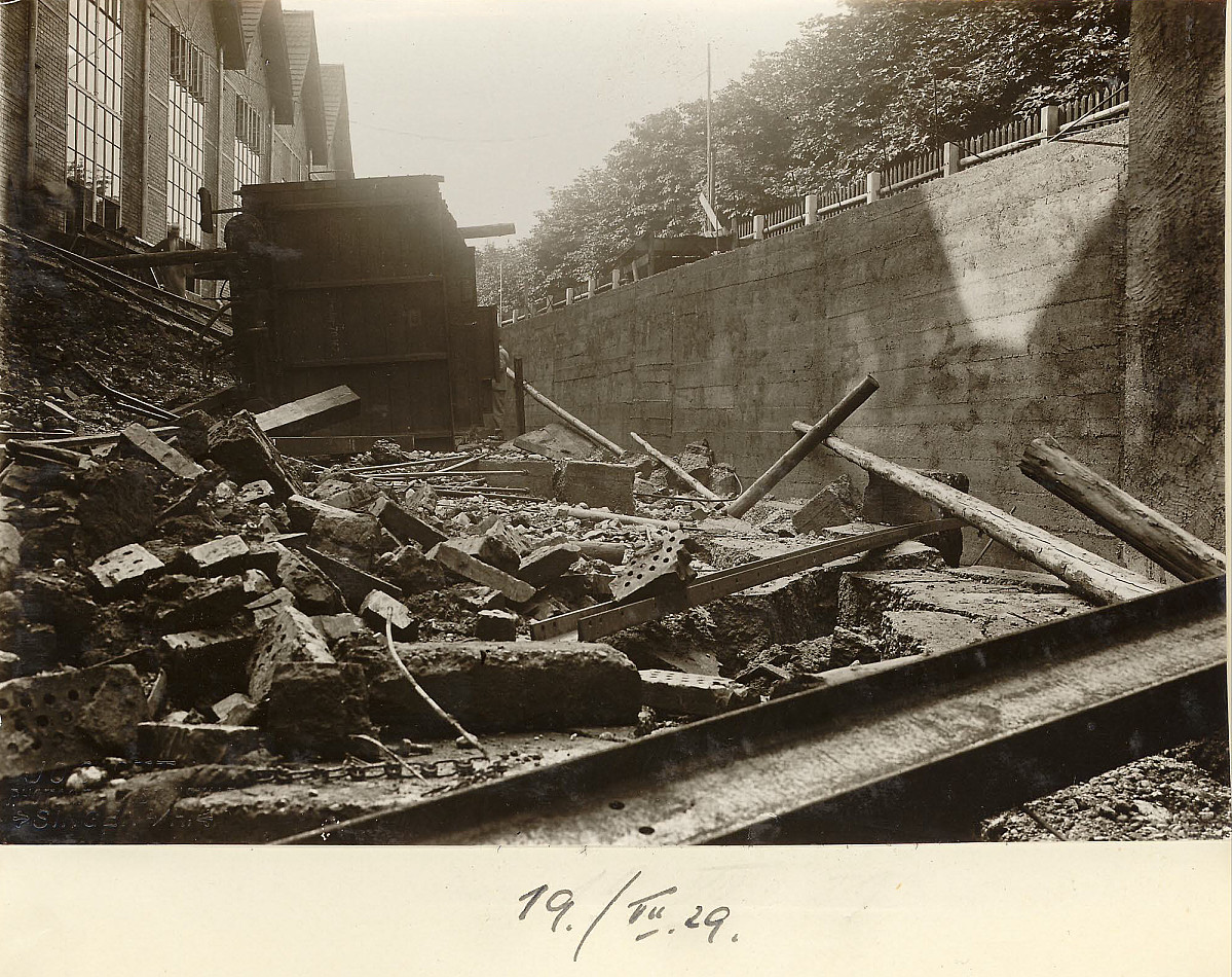 GFA 24/53.1127: Railway carriage accident