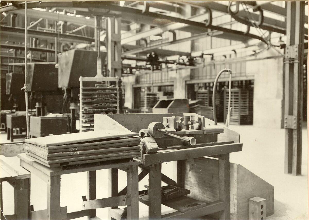 GFA 24/53.1283: Carriage coremaking machine