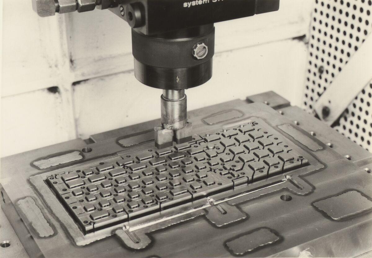 GFA 42/100050: Senkerodieren der Spritzgiessform