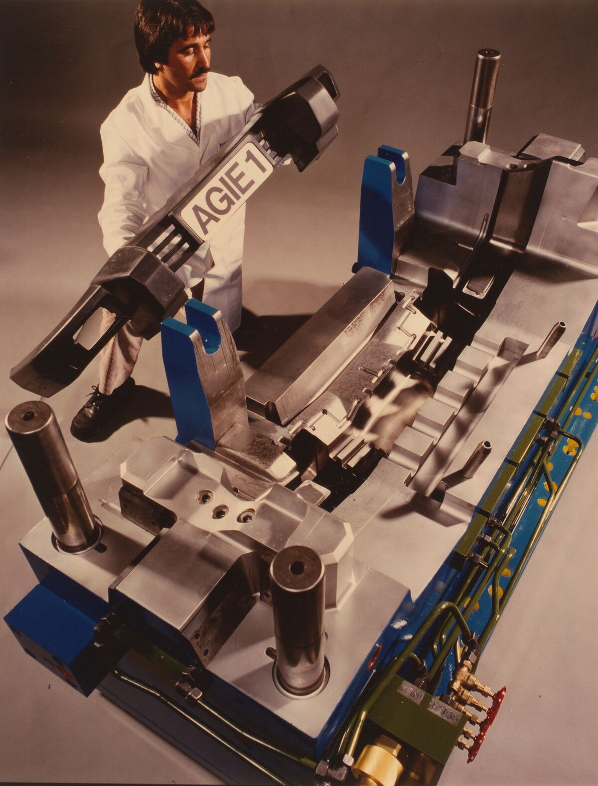 GFA 42/100272: Injection mold
