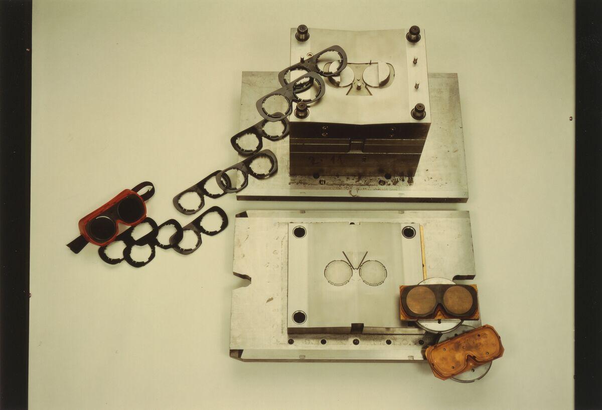 GFA 42/101217: Plastic injection mold SUVA protective goggles