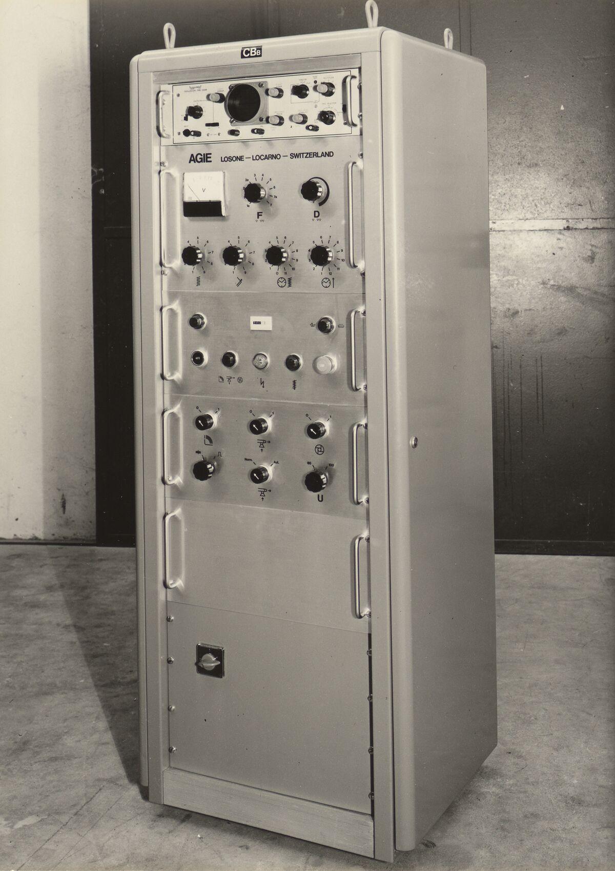 GFA 42/31004: Steuerbox zur Maschine DV mit Power Units