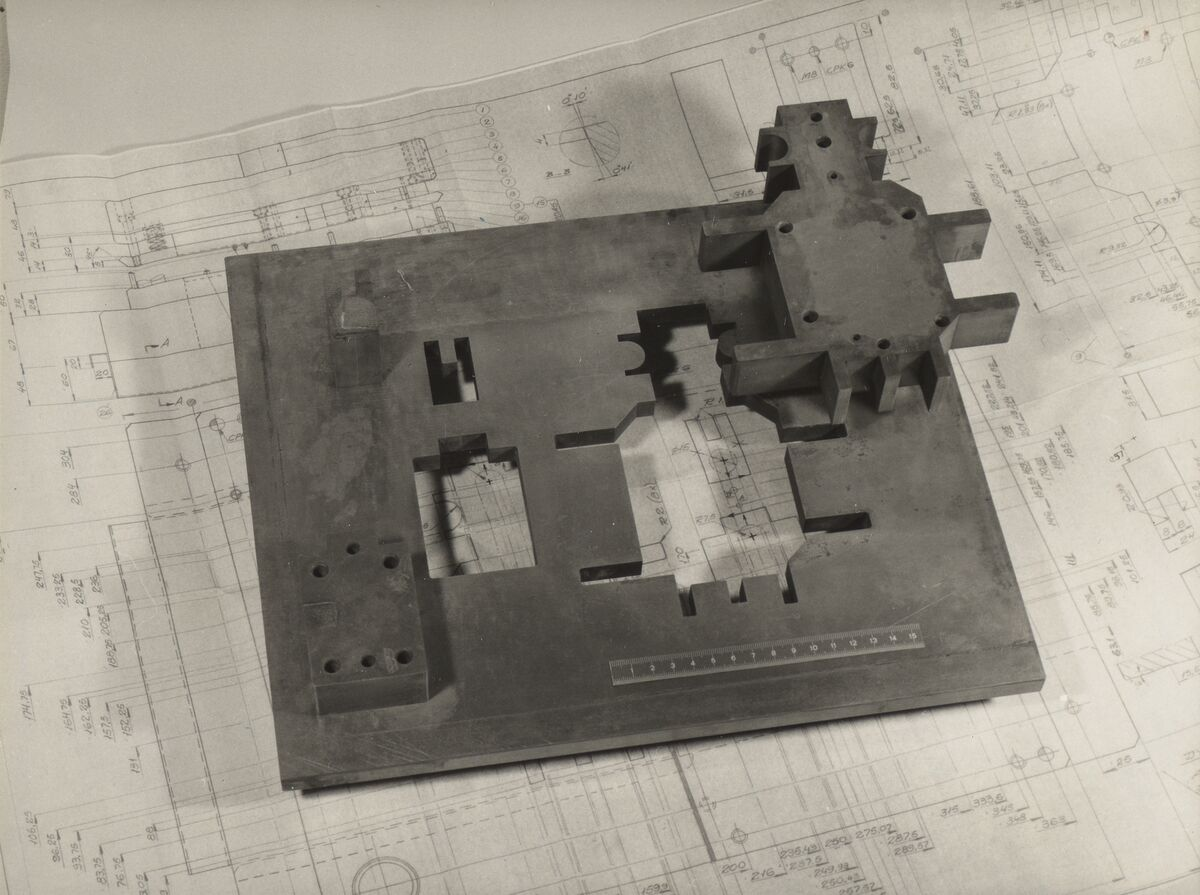 GFA 42/37140: Cutting plate and punch for subsequent cutting tool
