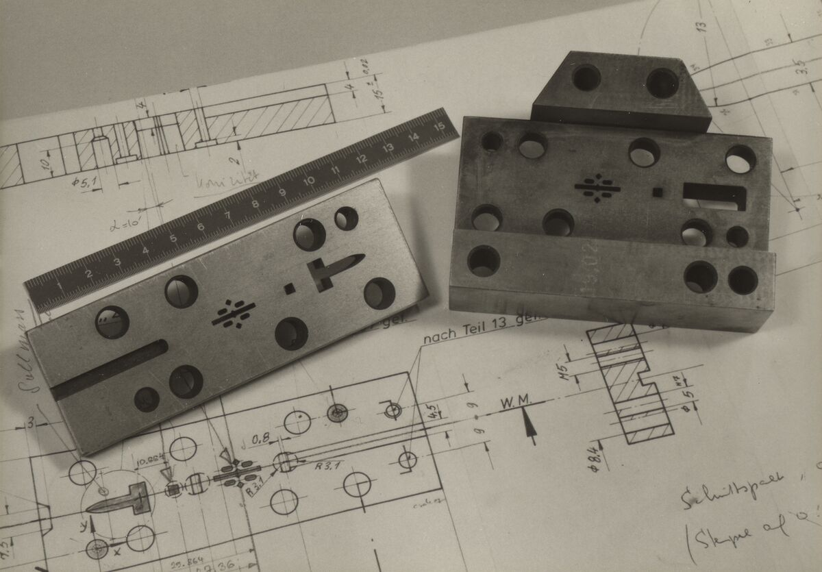 GFA 42/37159: Spark erosion cut die and guide plate