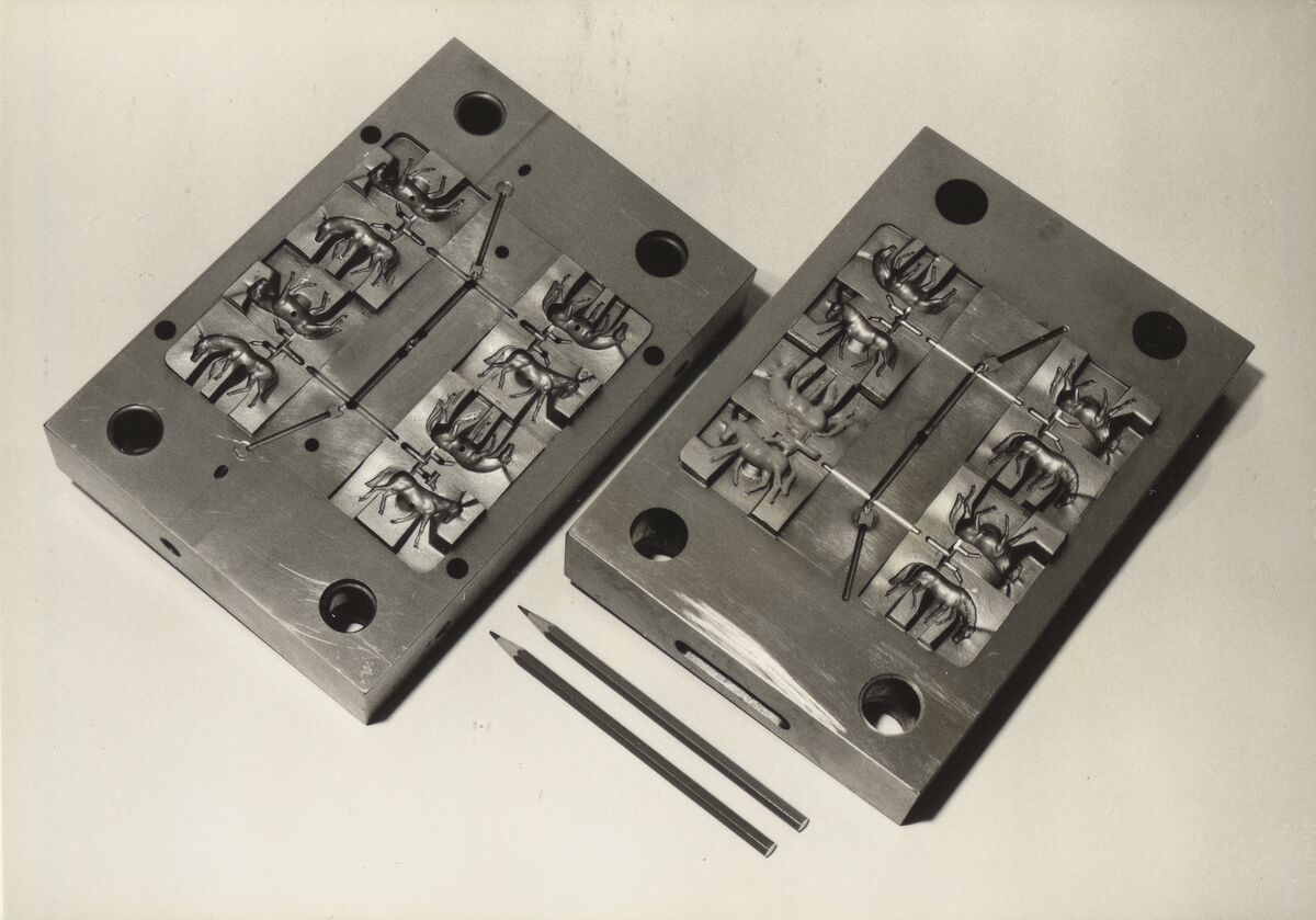 GFA 42/40274: Injection mold with 8 inserts